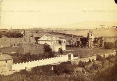 Via Appia Antica – Villa di Massenzio. In primo piano il Mausoleo di Romolo con il casale Torlonia. Sullo sfondo la torre dei carceres del Circo di massenzio Anno: 1860 circa