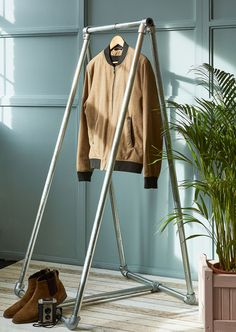 Free Standing Clothing Rail - A-Frame. Perfect for industrial style shops or just your home. Industrial Shop, Industrial Style, Galvanized Pipe, Photo Focus, Clothes Rail, Shop Fittings, Minimalist Design, Exhibition Ideas, Pos
