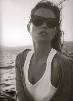 The Kate Moss Book Womens Ray-Ban sunglasses, fashion, sunglasses, womens holiday fashion Charlie Barker, Estilo Kate Moss, Pretty People, Beautiful People, Alena Shishkova, Fashion Moda, Fashion Tips, Fashion Ideas, Women's Fashion
