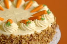 Jamie Oliver makes the best carrot cake with his lime mascarpone icing. He uses free range eggs for his easy carrot cake recipe of course, and has a wonderful no nonsense approach. Carrot Spice Cake, Best Carrot Cake, Shredded Carrot Recipe, Food Cakes, Cupcake Cakes, Brze Torte, Cheesecake Vanille, Carrot Cake Decoration, Cake Vegan
