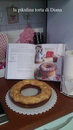"""Diana ha iniziato a cucinare con """"Fragole a merenda"""". Ricetta prescelta: """"La pikulina torta"""" di pagina 126, destinata ad una cara amica. Diana ci ha messo anche le mele, non l'ha rovesciata perché la trova più bella così, e forse ci aggiungerà una spolveratina di cacao... e anche se per i suoi gusti è forse un po' dolce, dice che la ricetta è... una vera bomba! Torte esplosive, su """"Fragole a merenda""""... #quifragoleamerenda"""