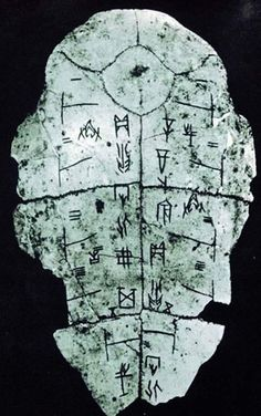 Oracle bones are pieces of shell or bone normally from ox scapulae or turtle plastrons which were used for scapulimancy a form of divination in ancient China mainly during the late Shang dynasty. Ancient Mysteries, Ancient Artifacts, Yemaya Orisha, I Ching, Ex Machina, Asian History, China Art, Chinese Calligraphy, Korea
