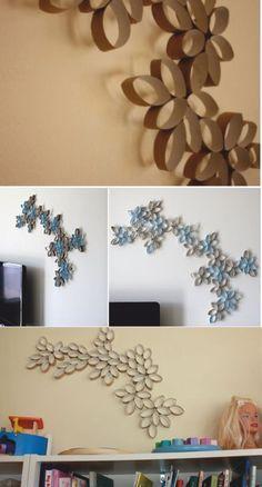 Decorazioni da muro con rotoli di carta igienica