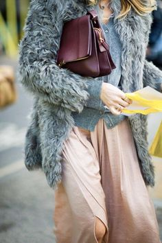 So chic! photo:Phil Oh Street Chic, Street Style, Burgundy Bag, Oxblood, Colorful Fashion, What To Wear, Style Me, Winter Fashion, Blush