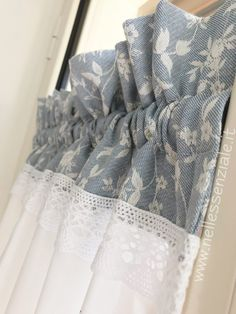 Shabby Chic Kitchen Curtains, Modern Curtains, Cafe Curtains, Diy Curtains, Curtain Styles, Curtain Designs, Rideaux Shabby Chic, Farmhouse Window Treatments, Curtain Headings
