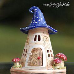 Windlicht Keramik Elfenhaus - mit Fliegenpilzen und blauem Dach
