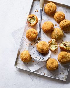 Speck, Brunnenkresse und Arancini Mozzarella - Gastronomy - It Takes ALL Types - Delicious Mozzarella, Canapes Recipes, Make Ahead Desserts, Dinner Party Recipes, Delicious Magazine, Appetisers, Italian Recipes, Cooking Recipes, Yummy Food