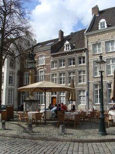 Wat is Maastricht toch een heerlijke stad. Er zijn restaurants te over en alle terrasjes zien er maar al te aanlokkelijk uit. Bekijk alle tips over Maastricht.