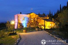 Rustic farmhouses and Countryhouses for sale - Tuscany  € 880,000    Tuscany | Siena | Cetona Code 2761 (cpge001390)    Prestigious farmhouse restored for sale in Tuscany - Il Felceto A splendid farmhouse on two levels, which has been recently completely restored, situated in the comune of Cetona. The property of approximately 240 sqmts includes a beautiful garden which is planted with olive trees, a bowling green and a 15 x 7,5 swimming pool.