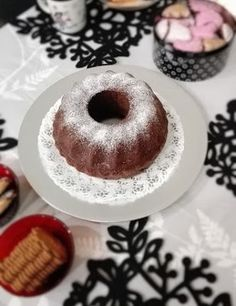 Herrasväki ja pikkuleivät: Sekoitettava suklaakakku, eli Paholaisen kakku Doughnut, Food And Drink, Desserts, Tailgate Desserts, Deserts, Postres, Dessert, Plated Desserts