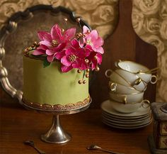 Flower cake darling with fondant flowers or real ones dailsies would be cute too