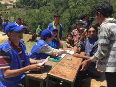 Plan is druk bezig met het verstrekken van noodhulp in de getroffen gebieden in Nepal. Zo worden er onder andere kindvriendelijke ruimtes ingericht en materialen voor tijdelijke shelters uitgedeeld. Help Nepal: https://www.plannederland.nl/resultaten/noodhulp/aardbeving-in-nepal