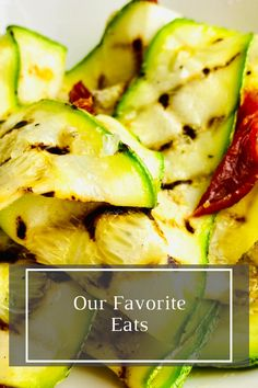 HOW TO COOK GRILLED ZUCCHINI WITH OREGANO VINAIGRETTE Pita Pizzas, Spiced Beef, Potato Toppings, Grilled Zucchini, Crispy Potatoes, Baked Salmon, Dried Tomatoes, How To Cook Chicken, Vinaigrette