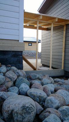 Kalajoen Loma-asuntomessut, rantakiviä ja pian valmiita rantasunoja:) Beach, rocks and saunas:)