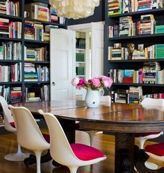 A dining room library? Yes please!