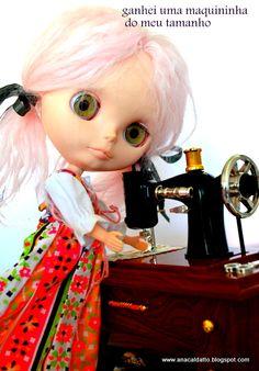 Blythe Lili com sua maquininha de costura