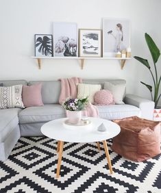 Can we talk about how pretty this living room is? Can we talk about how pretty this living room is? The post Can we talk about how pretty this living room is? appeared first on Wohnzimmer ideen. Living Room Grey, Small Living Rooms, Home And Living, Living Room Designs, Living Area, Modern Living, Blush Pink Living Room, Living Room Ideas Pink And Grey, Simple Living