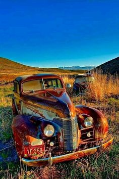 Ideas Vintage Cars Photography Abandoned Old Trucks For 2019 Old Vintage Cars, Vintage Trucks, Old Cars, Antique Cars, Antique Trucks, Abandoned Cars, Abandoned Places, Abandoned Vehicles, Classic Chevy Trucks