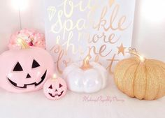 Pink and Black Mystic Halloween Party - A Kailo Chic Life Pink Halloween Pumpkin Decor Porche Halloween, Pink Halloween, Cute Halloween Costumes, Halloween Home Decor, Halloween Birthday, Holidays Halloween, Halloween Pumpkins, Halloween Crafts, Halloween Decorations