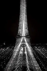 "Eiffel tower"" data-componentType=""MODAL_PIN"