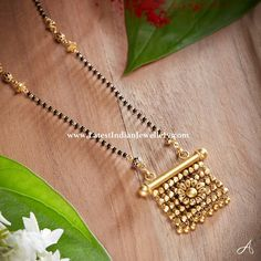 Explore our collection of fresh mangalsutra designs. The sleek single line black beads chain attached to a unique antique gold pendant in different design. Jewelry Design Earrings, Gold Earrings Designs, Gold Bangles Design, Gold Jewellery Design, Bridal Jewelry, Beaded Jewelry, Gold Mangalsutra Designs, Antique Jewellery Designs, Gold Jewelry Simple