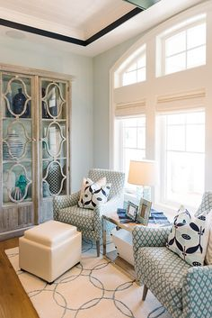 Love the pattern on the chairs and the pillows in this seating area in a home designed Lindy Allen of Four Chairs Furniture. Photo by Jessie Alexis Photography (via House of Turquoise). Navy Living Rooms, My Living Room, Living Room Chairs, Home And Living, Living Room Decor, Modern Living, House Of Turquoise, Living Room Turquoise, Luxury Interior Design