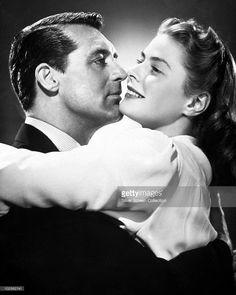 Cary Grant (1904 - 1986) as T.R. Devlin and Ingrid Bergman (1915 - 1982) as Alicia Huberman in the film 'Notorious', 1946.