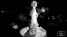 www.whiteroseproduction.com/blog #whiteroseproduction #WRP #weddingfilm #weddingphotography #weddingcinematography #BWpicture #weddingcake