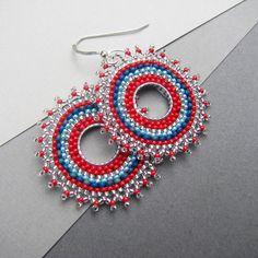 Circular Brick Stitch Earrings  http://windyriver.blogspot.cz/2010/08/circular-brick-stitch-earrings.html