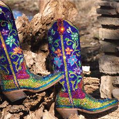I love boots just as much as the next girl. The mastermind behind these blinged babies is a genius! Take a look at all these beauties from Jacqi Bling! Cowboy Boots Women, Cowgirl Boots, Western Boots, Riding Boots, Western Girl, Low Boots, Knee High Boots, Leather Sandals, Leather Boots
