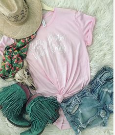 A boutique on the go for those blazin' their own trail through life -to- stay at home gypsies -- boho, gypsy, western style -- A Boutique, Fashion Boutique, Rodeo Outfits, Concert Outfits, Cowgirl Style, Western Style, Estilo Country, Country Girls Outfits, Boho Fashion
