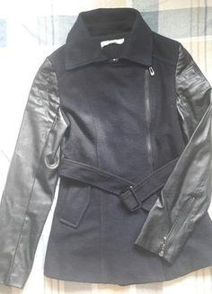 Kaufe meinen Artikel bei #Kleiderkreisel http://www.kleiderkreisel.de/damenmode/halblange-mantel/148560197-schwarze-ubergangsjacke-mit-kunstlederarmeln