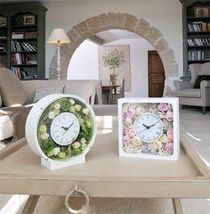 花時計 ・・・・・ 時計にお花をくっつけてアレンジ風にしたものはあるけど、フラワーアレンジ専用で使いやすく、本格的な時計としても使えるものが欲しい・・・そんな想いから、プロの視点で使いやすさと、お花をアレンジしたあとの仕上がりの美しさにこだわったフラワーベースを作りました。アミファ最大のヒット商品をお試しください。