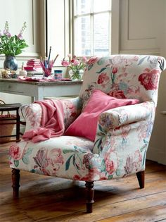 Lovely floral print, rustic white desk. If I work from home, great idea for guest seating.