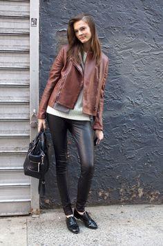 Una casaca de cuero marrón y listo.