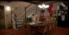 """Tour of Home Alone House   Tour the """"Home Alone"""" Christmas Movie House"""