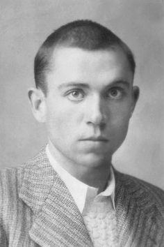 Miguel Hernández Gilabert, poeta español Murió en la cárcel de Alicante en 1942  fusilado por. el ejército fascista. Era un poeta del pueblo. Solo eso Fotografía b/w