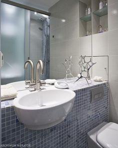 Mała łazienka w bloku wydawała się niemożliwa do urządzenia. Łazienka ma 3 m2: właściciele projekt małej łazienki zdecydowali się zamówić u architektów wnętrz. Nie wiedzieli jak urządzić małą łazienkę. Remont małej łazienki był trudnym przeżyciem, ale efekt jest rewelacyjny. Do małej łazienki wybrali dobrej jakości materiały, zrezygnowali z wanny i odważyli się na niestandardowe rozwiązanie prysznica.