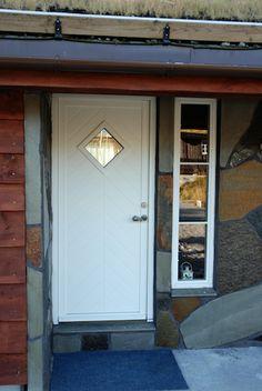 Hyttedører. Ytterdører for hytter hvor værforholdene krever ekstra kvalitet. Holder seg stabil tross & Dooria Ytterdører Fargekode Oransje: NCS S 1080-Y50R | Colors ...