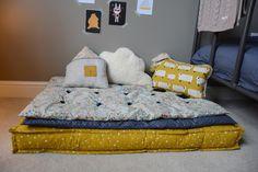 matelas tapissier et ses 2 futons. Tissu etoiles orage france duval, tissu liberty Adelajda, tissu etoiles moutarde