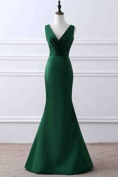 Prom Dresses 2018 Simple green matte satin prom dress, ball gown, elegant v-neck long dress for prom 2017 Backless Prom Dresses, Mermaid Prom Dresses, Bridesmaid Dresses, Dress Prom, Dress Wedding, Party Dress, Pretty Dresses, Beautiful Dresses, Evening Dresses