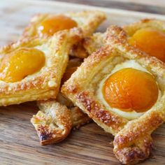 My Apricot and Cream Cheese Pastry are delicious and are so simple to make! If you're entertaining, a platter of these pastries will be a welcome addition. Cream Cheese Breakfast, Cream Cheese Pastry, Eat Breakfast, Breakfast Recipes, Great Desserts, Delicious Desserts, Dessert Recipes, Puff Pastry Recipes, Cream Cheese Recipes