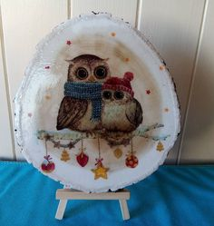 Log slice decorated with an image of two owls. Log Slices, Owls, Decoupage, Decorative Plates, Image, Home Decor, Decoration Home, Room Decor, Owl