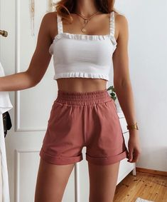 Image in Outfits 🛍 collection by Zoé on We Heart It Teen Fashion Outfits, Outfits For Teens, Look Fashion, Girl Outfits, Fashion Tips, Korean Fashion, Fashion Quotes, 80s Fashion, Fashion History