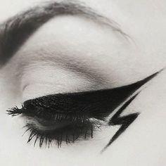 34 Intensely Creative Eyeliner Looks To Master in 2019 - Make-up - Makeup Mascara Best, Best Eyeliner, Eyeliner Looks, How To Apply Eyeliner, Eyeliner Makeup, Eyeliner Liquid, Eyeliner Ideas, Eyeliner Tattoo, Eyeliner Brush