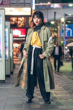 In Tokyo, the street style is on another level. Keep up with the best looks from Tokyo Fashion Week in this slideshow. Asian Street Style, Tokyo Street Style, Street Style Trends, Japanese Street Fashion, Tokyo Fashion, Korea Fashion, Harajuku Fashion, Cool Street Fashion, Fashion Outfits