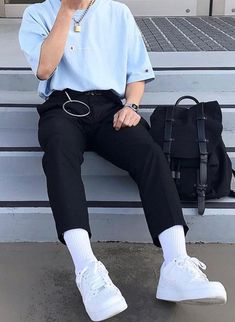 Discover Our Streetwear Chest Bag⬇️ streetwear highsnobiety fashion street styles urban aesthetic outfits men women sneakers hypebeast Retro Outfits, Trendy Outfits, Cool Outfits, Vintage Outfits, Fashion Outfits, Boy Fashion, Mens Fashion, Streetwear Men, Streetwear Fashion