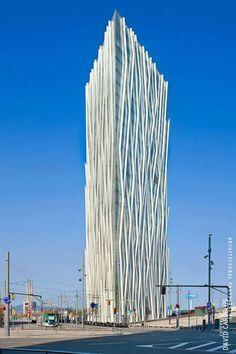 """El fotógrafo catalán David Cardelus ha recibido una mención de honor en la categoría de arquitectura con su serie de cinco fotografías titulada """"Arquitectura Metálica"""", en la 2013 International Photography Awards organizados por la Lucie Foundation de Los Ángeles. Las cinco fotografías representan 5 ejemplos de la arquitectura contemporánea de Barcelona y exploran el aspecto …"""