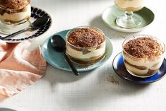 Easy tiramisu laced with coffee and liqueur, it's ideal for entertaining, as it can be prepared well in advance. this recipe can easil Authentic Tiramisu Recipe, Best Tiramisu Recipe, Authentic Italian Desserts, Italian Foods, Layered Desserts, Easy Desserts, Dessert Recipes, Cold Desserts, Dessert In A Jar