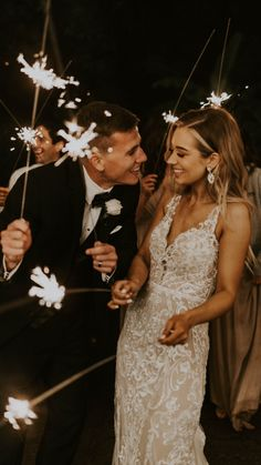Cute Wedding Ideas, Wedding Goals, Wedding Pics, Boho Wedding, Perfect Wedding, Wedding Day, Outside Wedding Pictures, Wedding Family Photos, Bride And Groom Pictures